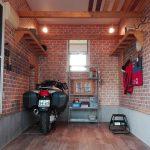 オートバイガレージにフロアタイル施工